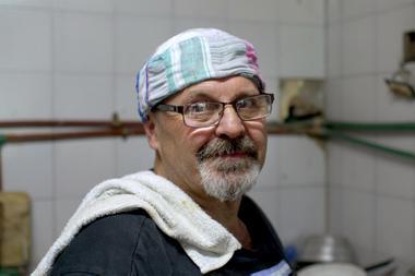 Daniel Vercellini cooks more than 15 pots of 50 liters per day in Amalia's Open Hearts