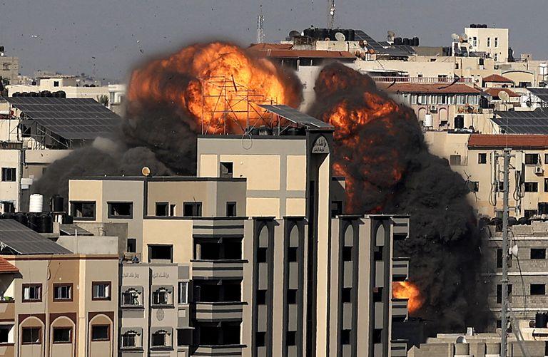 Explosión en Ciudad de Gaza por un ataque israelí este viernes