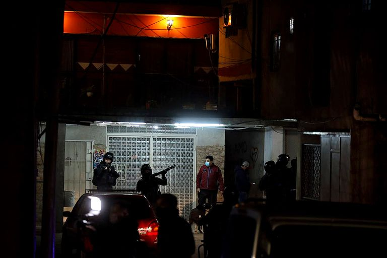 Raids in Villa Lugano after protests by neighbors over clashes between drug gangs