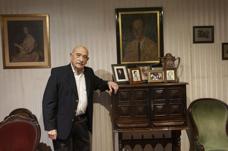 Miguel Ángel Vallvé worked 73 years at the Escuela Argentina Modelo